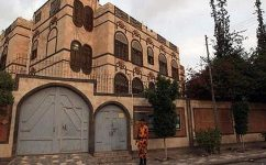 حمله جنگنده های سعودی به نزدیک سفارت ایران در صنعاء/ افخم: اصابت راکت خسارت جانی نداشته است