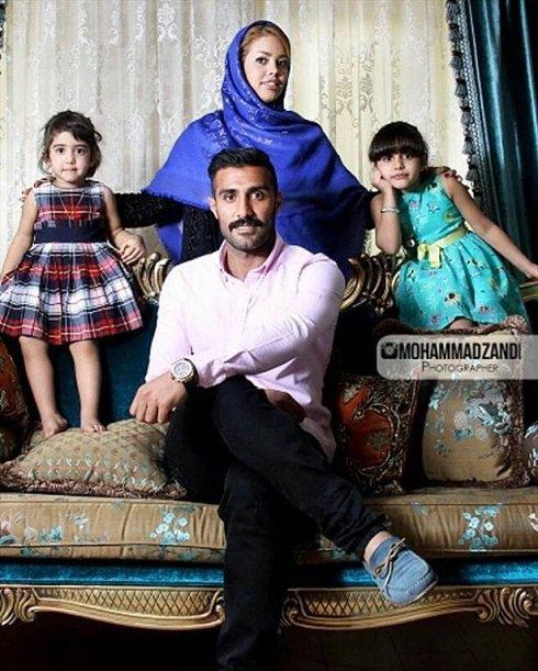 میلاد میداوودی و عکسش در کنار همسر و 2 دخترش