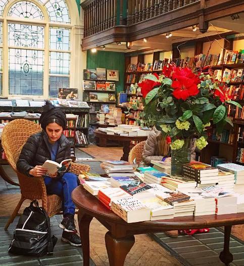 الناز شاکردوست را در کتابخانه لندن ببینید