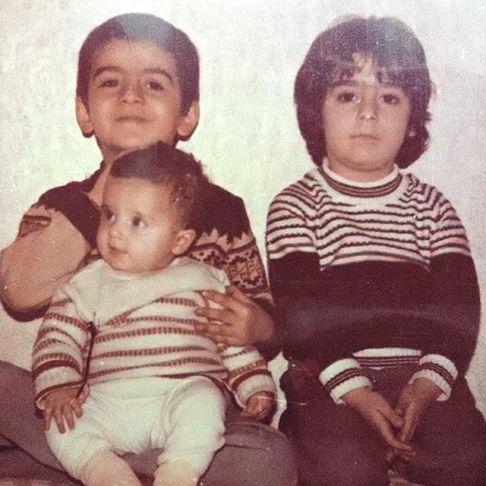 عکس کودکی فرزاد حسنی با دختر دایی اش در بغلش