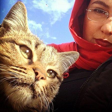 موقعی که معصومه کریمی با گربه اش سلفی میگیرد (عکس)