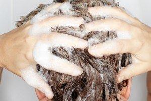 مضر بودن شامپو برای مو ، درست یا غلط ؟