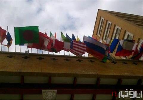 عکس پرچم آمریکا در یکی از خیابان های تهران