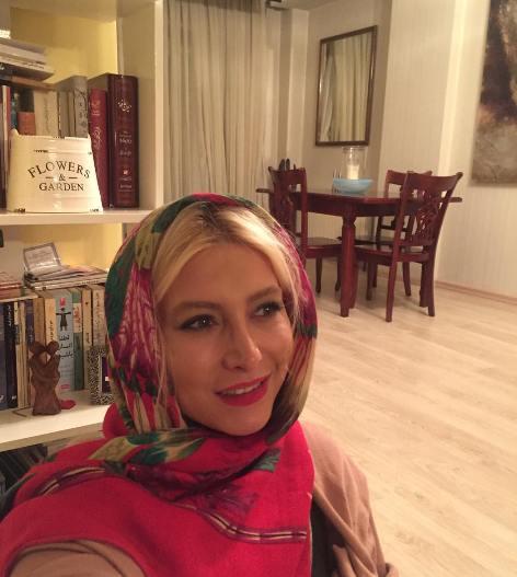 سلفی جدید فریبا نادری در منزلش+بیوگرافی