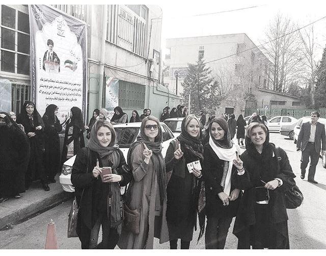 عکس جدید مهناز افشار پس از رای گیری با دوستانش